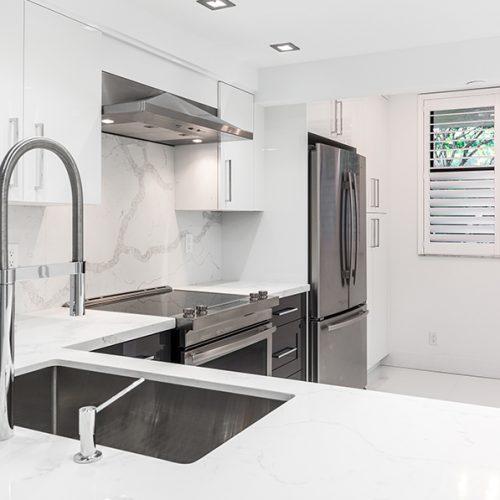 Calacatta Quartz Kitchens: Slick And Clean Kitchen Design With Calacatta Quartz
